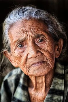 "Named ""Crow"" .Wise, old, non-comformist tribal woman. Oldest member of tribe. Rough, tough, misunderstood (as a result of not giving a crap what people think) and wise. ** the detail in her face and the years you can visibly see are fantastic** Old Age Makeup, Foto Portrait, Old Faces, Tribal Women, Eye Photography, People Photography, Ageless Beauty, Cool Eyes, Amazing Eyes"