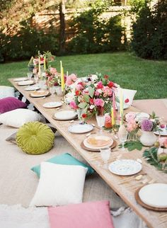 "<p>For this bohemian backyard bash, designer Jessie Capstick layered rugs and pillows to create comfortable floor seating, allowing for a more intimate and relaxed dinner.</p><p>Via <a href=""http://www.inspiredbythis.com/grow/bright-boho-30th-birthday-party/"" target=""_blank"">Inspired By This </a></p>"