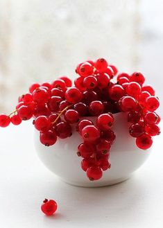 Red Currant Berries - red food photography by Anne Costello Red Fruit, Fruit Art, Berry Fruits, Currant Berry, Acerola, Fruit Photography, Red Cottage, Beautiful Fruits, Delicious Fruit