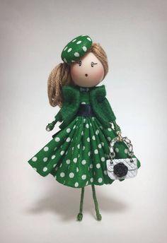 Best 12 Brooch jewelry doll OOAK by Delafelicidad on Etsy – SkillOfKing. Doll Crafts, Diy Doll, Clothespin Dolls, Christmas Fairy, Felt Brooch, Little Doll, Brooches Handmade, Fairy Dolls, Felt Dolls