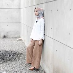 Mega Iskanti (@megaiskanti) • Instagram photos and videos Casual Hijab Outfit, Hijab Chic, Muslim Women Fashion, Modest Fashion, Street Hijab Fashion, Fashion Pants, Denim And Lace, Islamic Clothing, Everyday Fashion