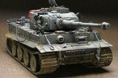 332号車完成しました。長かった〜。製作写真の日付を見返してみると、なんと今年の1月からいじってたんですね。その間いままで度重なる中断を経てようやく完成し... Army Vehicles, Armored Vehicles, Rc Tank, Military Action Figures, Tiger Tank, Army Wallpaper, Model Hobbies, Model Tanks, Military Modelling