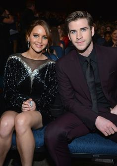 Jennifer Lawrence & Liam Hemsworth @ 2013 People's Choice Awards! Luke Hemsworth, Jennifer Laurence, Jennifer Lawrence Photos, Hunger Games Catching Fire, Hunger Games Trilogy, Mockingjay, Celebrity Couples, Beautiful People, Beautiful Celebrities