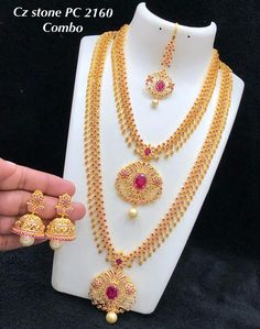 for bookings whatsapp on worldwide shipping Indian Bridal Jewelry Sets, Wedding Jewelry Sets, Jewelry Design Earrings, Gold Jewellery Design, Bridal Necklace Set, Gold Necklace, Marriage Jewellery Set, Diamond Jhumkas, Gold Jewelry Simple