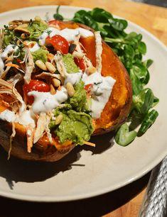 gepofte-aardappel-met- kip en guacamole