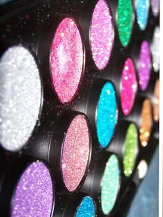 Sparkly eyeshadow Best Makeup Products, Beauty Products, Beauty Tips, Beauty Hacks, Hair Beauty, Sparkly Makeup, Sparkly Eyeshadow, Hazel Green Eyes, Olive Skin