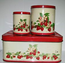 VINTAGE STRAWBERRY KITCHEN TIN METAL BREADBOX AND CANISTER SET STRAWBERRIES Vintage Canister Sets, Vintage Tins, Vintage Dishes, Vintage Decor, Strawberry Kitchen, Strawberry Hill, Strawberry Fields, Vintage Enamelware, Vintage Kitchenware