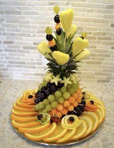 Fruit carving: Fruit sliced on the holiday table - fruit arrangements - Fingerfood Fruits Decoration, Food Decorations, Fruit Creations, Food Carving, Fruit Dishes, Fruit Trays, Fruit Plate, Fruit Art, Food Garnishes