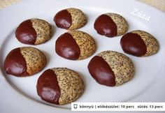 Omlós mákos keksz Best Cookie Recipes, Real Food Recipes, Yummy Food, No Bake Desserts, Dessert Recipes, Hungarian Recipes, Cookie Gifts, Sweets Cake, Wedding Desserts
