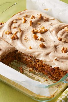 Perfectly moist and studded with raisins, this vegan carrot cake is sweetened with dates and banana and gets its rich flavor from cinnamon, nutmeg, cloves, and vanilla. A blender is used to grind the Gourmet Recipes, Whole Food Recipes, Vegan Recipes, Dessert Recipes, Flour Recipes, Bolo Vegan, Gateaux Vegan, Vegan Carrot Cakes, Gluten Free Carrot Cake