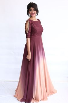 Wedding special dress in India Wedding special dress in India Source by dresses Indian Fashion Dresses, Indian Gowns Dresses, Dress Indian Style, Indian Designer Outfits, Designer Dresses, Party Wear Indian Dresses, Long Gown Dress, Lehnga Dress, Saree Gown