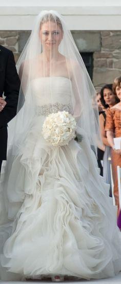 Chelsea Clinton Wedding Dress | Chelsea Clinton's Wedding Dress Designed by Vera Wang Celebrity Wedding Dresses, Designer Wedding Dresses, Celebrity Weddings, Celebrity Gowns, Chelsea Clinton Wedding, Wedding Veils, Dream Dress, Bridal Collection, Bridal Gowns