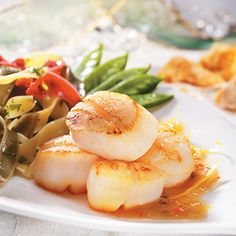 For a light & healthy seafood dish, try scallops with lemon & maple dressing. Tender scallops sing in a citrus sauce with white wine & pure maple syrup. Fish Recipes, Seafood Recipes, Appetizer Recipes, Healthy Cooking, Cooking Recipes, Healthy Recipes, Maple Syrup Recipes, Ricardo Recipe, Healthiest Seafood