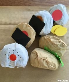 コーヒーフィルターが、おにぎりといなり寿司に変身! 素材を活かした製作遊びなので、準備も少なく幅広い年齢で楽しめて、いろんな展開が生まれそう。 オリジナルのおにぎりメニューのお店屋さんごっこやお弁当づくりなど… 作って遊んで、2度楽しめる製作遊び。 Diy And Crafts, Crafts For Kids, Arts And Crafts, Japanese Party, Spring School, Pretend Play, Diy Toys, Preschool Crafts, Activities For Kids