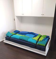 壁面収納 ベッド | 右側収納ラック:DVD96 枚・CD236 ...