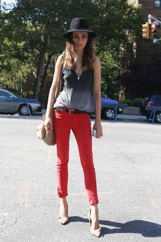 Look do Dia = Calça Vermelha + Chapéu