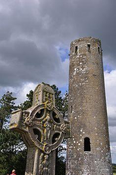 CLONMACNOISE - Fergal O'Rourke's Tower  VILLAGE WALK 41-8  CLONMACNOISE