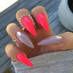 Why are stiletto nails so amazing? We have found the very Best Stiletto Nails for 2018 which you will find below. Having stiletto nails really makes you come off as creative and confident. Hot Nails, Swag Nails, Hair And Nails, Fabulous Nails, Gorgeous Nails, Summer Gel Nails, Winter Nails, Uñas Fashion, Pointy Nails