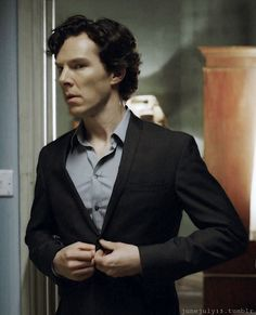 Sherlock- OK buttons, do us all a huge favour, and just pop!!! Please, and thank you!!!!!