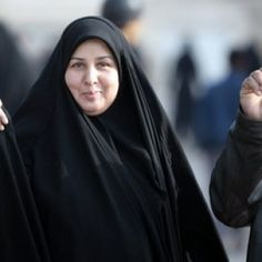 Iraqi woman after the elections in traditional robes of the South Joy after the vote in the elections with the purple finger Iranian Beauty, Turkish Beauty, Hijabi Girl, Girl Hijab, Iraqi Women, Beautiful Arab Women, Arab Girls Hijab, Indian Wife, Face Photography