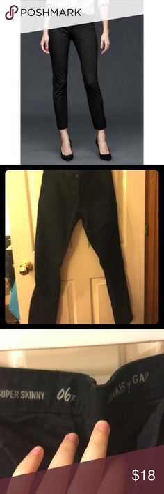 Gap Super Skinny Ankle Khaki Black Pants Worn only once! Size 6 GAP ankle length super skinny stretch dress pants in black. Regular length. With pockets and button fly! GAP Pants Skinny