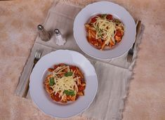 Bologna, Hot Dog, Thai Red Curry, Ethnic Recipes, Food, Essen, Meals, Yemek, Chili Dogs