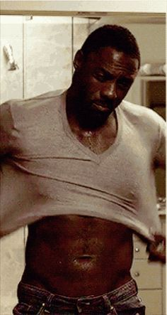 Pin for Later: 19 Painfully Hot Reasons You've Fallen in Love With Idris Elba The Way He Puts On a Sweater Is Renowned by Abdominal Muscle Scholars Across the Globe Mehr Idris Elba Avengers, Idris Elba Thor, Idris Elba Wife, Idris Elba The Wire, Idris Elba Dark Tower, Idris Elba Body, Idris Elba Movies, Idris Alba, Black Superman