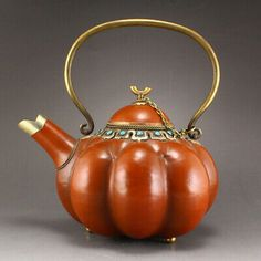 Buy online, view images and see past prices for Vintage Chinese Gourd Inlay Red Copper & Gems Teapot. Invaluable is the world's largest marketplace for art, antiques, and collectibles. Warm Wine, Potters Clay, Autumn Tea, Teapots And Cups, Chocolate Pots, Deco Table, China Patterns, Coffee Set, Second Hand