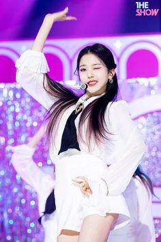 Kpop Girl Groups, Kpop Girls, Jang Wooyoung, Cheryl Blossom Riverdale, Cute Lockscreens, Eyes On Me, Kpop Girl Bands, Woo Young, The Wiz