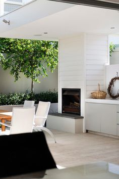 Ozone renovation and extension in Cottesloe by HIA Accredited GreenSmart Builder Swell Homes with Liz Prater Design. Indoor Outdoor Living, Outdoor Areas, Outdoor Rooms, Outdoor Kitchens, Modern Pools, Modern Patio, Cabana, Porches, Living Pool