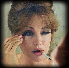 Angelina Jolie Makeup, Angelina Jolie Movies, Angelina Jolie Style, Angelina Jolie Smoking, Women Smoking, Girl Smoking, The Sea Movie, Cigarette Aesthetic, Female Actresses