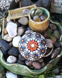 Mandala Art, Mandala Rocks, Mandala Painting, Dot Art Painting, Pebble Painting, Pebble Art, Stone Painting, Stone Crafts, Rock Crafts