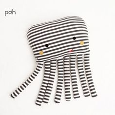 Poducha Ośmiornica Póh We are want to say thanks. Handgemachtes Baby, Baby Toys, Kids Toys, Diy Baby, Sewing Toys, Sewing Crafts, Sewing Projects, Sewing Ideas, Fabric Toys