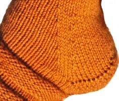 Knitted Hats, Needlework, Socks, Knitting, Accessories, Diy, Fashion, Stockings, Knit Hats