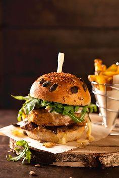 Food network recipes 402579654180698856 - Savoyard vegetarian burgers - U . - Food network recipes 402579654180698856 – Savoyard vegetarian burgers – A homemade hamburger, m - Homemade Sandwich Bread, Homemade Veggie Burgers, Homemade Hamburgers, Veggie Recipes, Hamburgers Gastronomiques, Hamburger Vegetarien, Confort Food, Gourmet Burgers, How To Eat Paleo