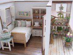部屋の部分も完成しました。 バルコニーに植物が沢山あるので部屋のほうはシンプルです。 正面のシェルフはタイルを張っています。 このように部屋に植物を持ってきて飾るのもいいですね。 お好きなところに置いてください。 家具はこのパターンでしか置...