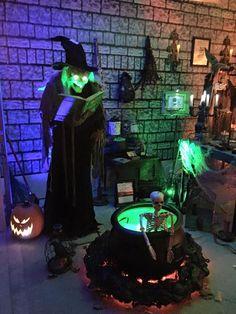 Porche Halloween, Halloween Garage, Casa Halloween, Halloween Scene, Halloween News, Scary Halloween Decorations, Halloween Haunted Houses, Halloween 2016, Outdoor Halloween