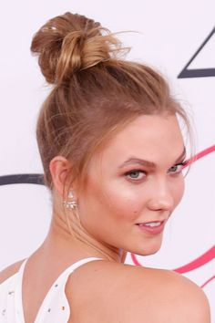 The Lazy Girl's Guide to Easy Messy Bun Hair Ideas | Karlie Kloss' red carpet messy bun