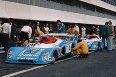 alpine-a442:   A Alpine não era exatamente novata em corridas de longa duração. Em 1973 a companhia desenvolveu um protótipo de cockpit aberto projetado por André de Cortanze, com estrutura tubular, carroceria de fibra de vidro e radiadores laterais: o A440 que, ao lado de sua evolução – o A441 — conseguiu bastante sucesso nas pistas. O A441 chegou até mesmo a vencer o Europeu de Endurance de 1974, com os pilotos Alain Serpaggi, Gérard Larrousse e Jean-Pierre Jabouille.