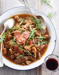 """Het lekkerste recept voor """"Jachtschotel met rundsvlees en champignons"""" vind je bij njam! Ontdek nu meer dan duizenden smakelijke njam!-recepten voor alledaags kookplezier!"""