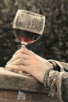 relaxing with a glass of wine Cheers, Grapes And Cheese, Wine Images, Just Wine, Homemade Wine, Vides, Woman Wine, Wine Art, Wine Time