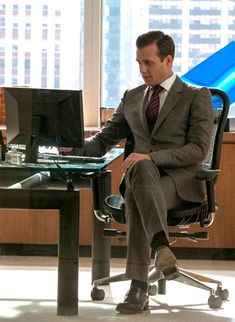 'Harvey Specter' from the USA TV show Suits. | Harvey is wearing a Gucci Suit, Tom Ford Shirt, Brioni Tie, Tom Ford Shoes