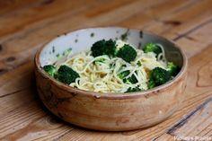 Spaghettis aux brocolis, ail et Parmesan par Papilles et Pupilles