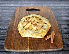 Rustic Apple Pie #SundaySupper - Hezzi-D's Books and Cooks