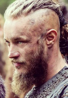 Travis Fimmel in Vikings as Ragnar Lothbrok / Travis Fimmel and Vikings como Ragna … – Norse Mythology-Vikings-Tattoo Ragnar Lothbrok Vikings, Ragnar Lothbrok Haircut, Vikings Travis Fimmel, Travis Fimmel Vikingos, Vikings Tv Series, Vikings Tv Show, Ragnar Lothbrook, Viking Haircut, Viking Berserker