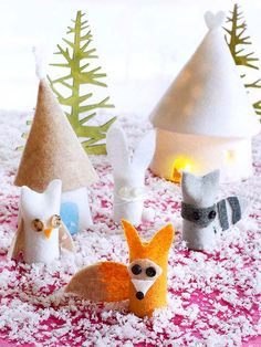 Get step-by-step instructions to craft this magical finger winter scene from felt, plastic cups, and battery-powered tea lights. The animals double as finger puppets for the kids!