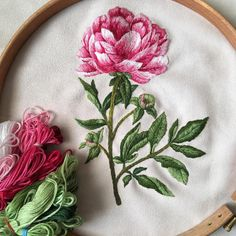 Floral Embroidery Patterns, Hand Embroidery Projects, Hand Embroidery Stitches, Silk Ribbon Embroidery, Hand Embroidery Designs, Diy Embroidery, Embroidery Techniques, Machine Embroidery, Sewing Art