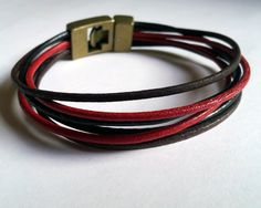 Pulseras artesanales de cuero unisex. Disponibles en www.shibabisuteria.com