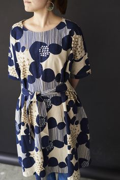 have fun with kokka fabric! Japanese Sewing, Bespoke Tailoring, International Fashion, Blouse Dress, Linen Dresses, Classic Outfits, Dressmaking, Fashion Outfits, My Style