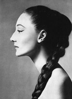 Contesa Jacqueline de Ribes – Featured, Women R Us   Catchy